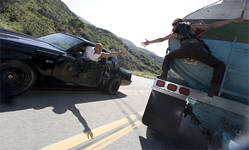 Pembajakan truk pengangkut BBM. . .it's an adrenaline rush scene sob!